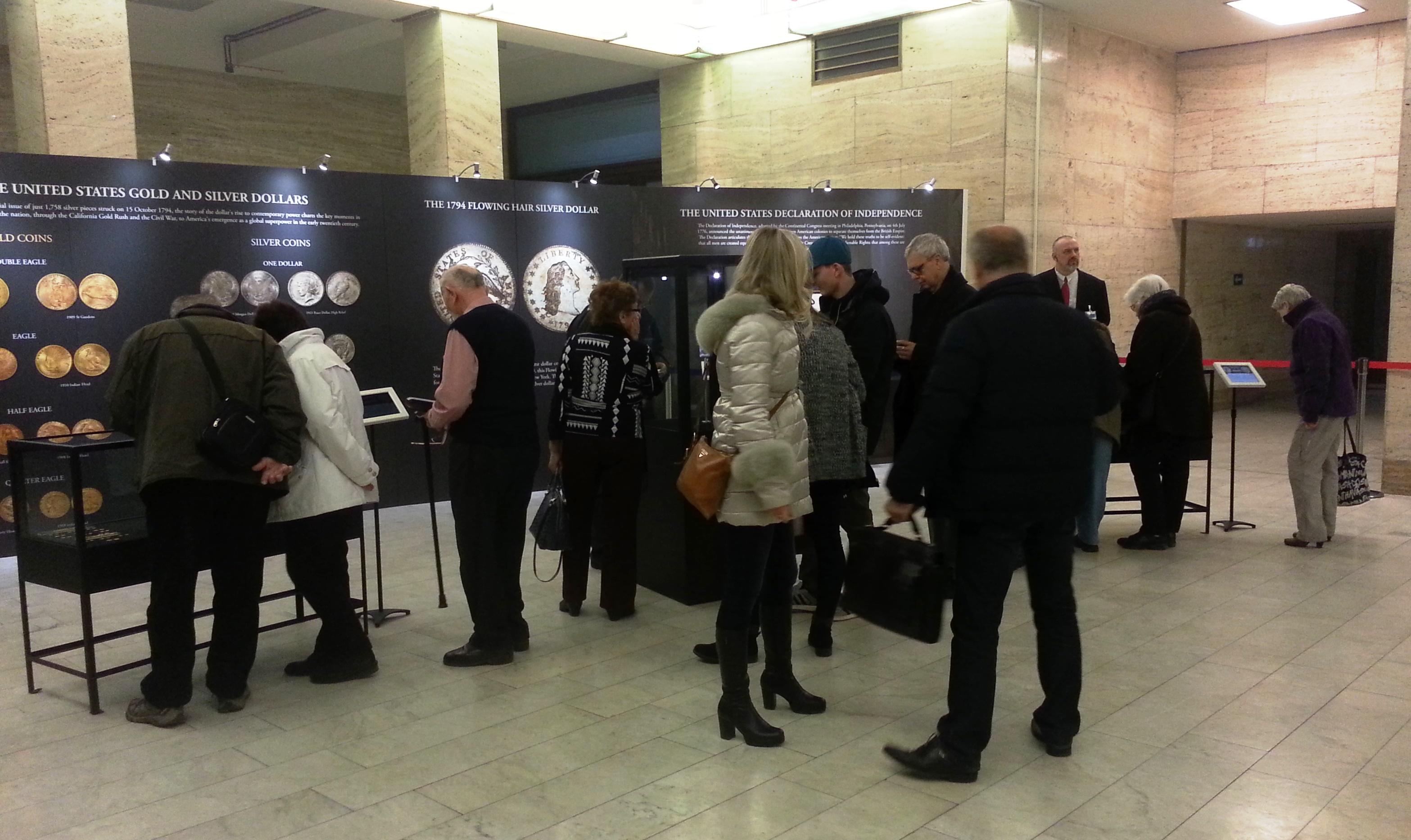 Prví návštevníci výstavy